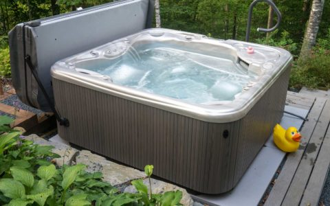 Beautiful-Hot-Tub-in-Auburn